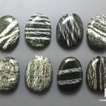 Хризотил в серпентините, галтовка 2,5-3 см
