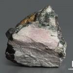 Пектолит с эгирином и лампрофиллитом, 9х8,5х7,6 см
