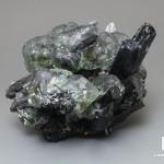 Флюорит с шерлом (черным турмалином), 7,4х6,3х5,5 см